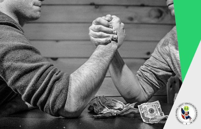 Diferencias entre una cooperativa de ahorros y créditos y un banco.